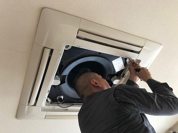 天井埋め込み型エアコン(天カセタイプ)クリーニングサービス開始の画像